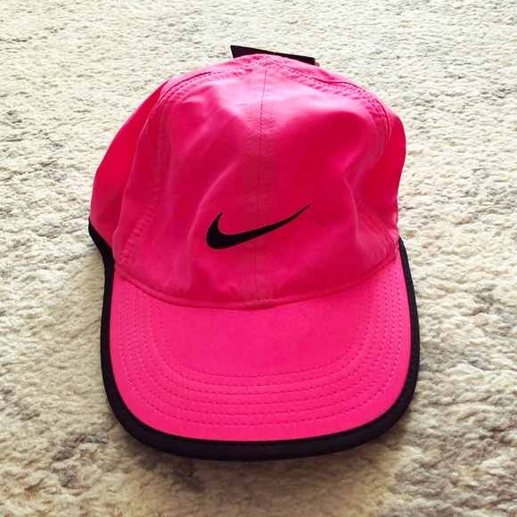 new product 8c1a7 02471 Hot pink Featherlight Nike Dri-Fit hat
